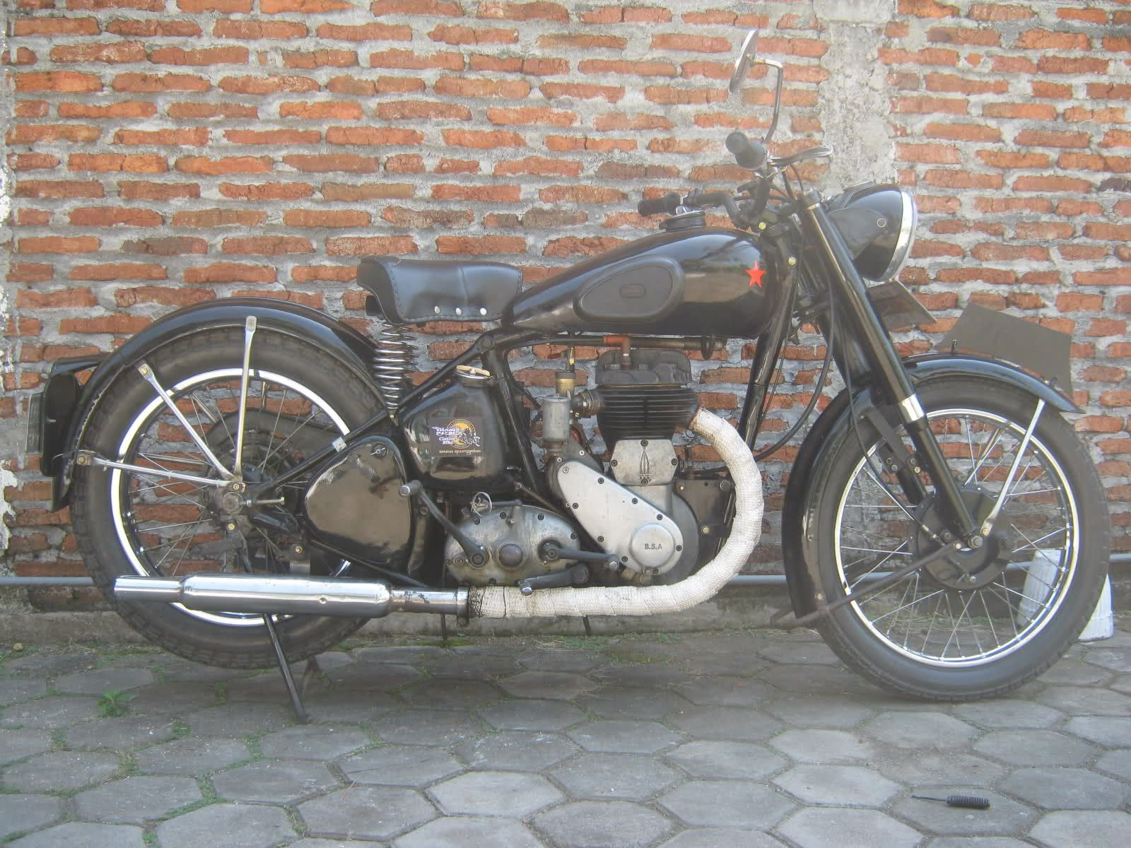Bsa M20 1948 Rebuild Bsa M20 500cc I Put Disc Brake For The Back Safety First Although The Bsa M20 Was I Classic Bikes Bsa Motorcycle Vintage Motorcycles