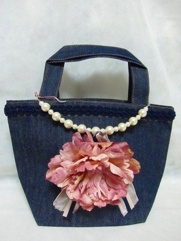 パールとリボン、お花のついたエレガントで大人可愛いデザインのオリジナルデコトートバッグです。ランチバッグとしても、また、ちょっとしたおでかけやお買いものに行く...|ハンドメイド、手作り、手仕事品の通販・販売・購入ならCreema。