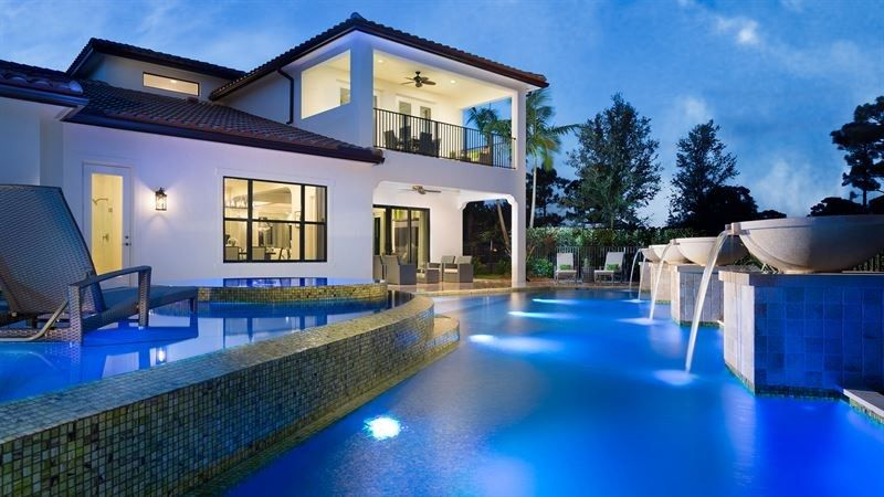 Alexandria At Prado Jupiter Fl Now Available For Showing By Guillermo Diaz Gourmet Kitchen And Casu Contemporary Beach House Indoor Outdoor Pool Pool Houses