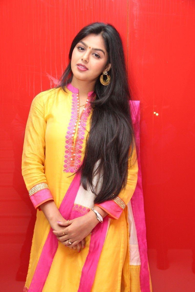Pin von 🎀 𝕊𝕒𝕣𝕠𝕛 𝕜𝕦𝕞𝕒𝕣🎸 auf Pure Indian beauty ...