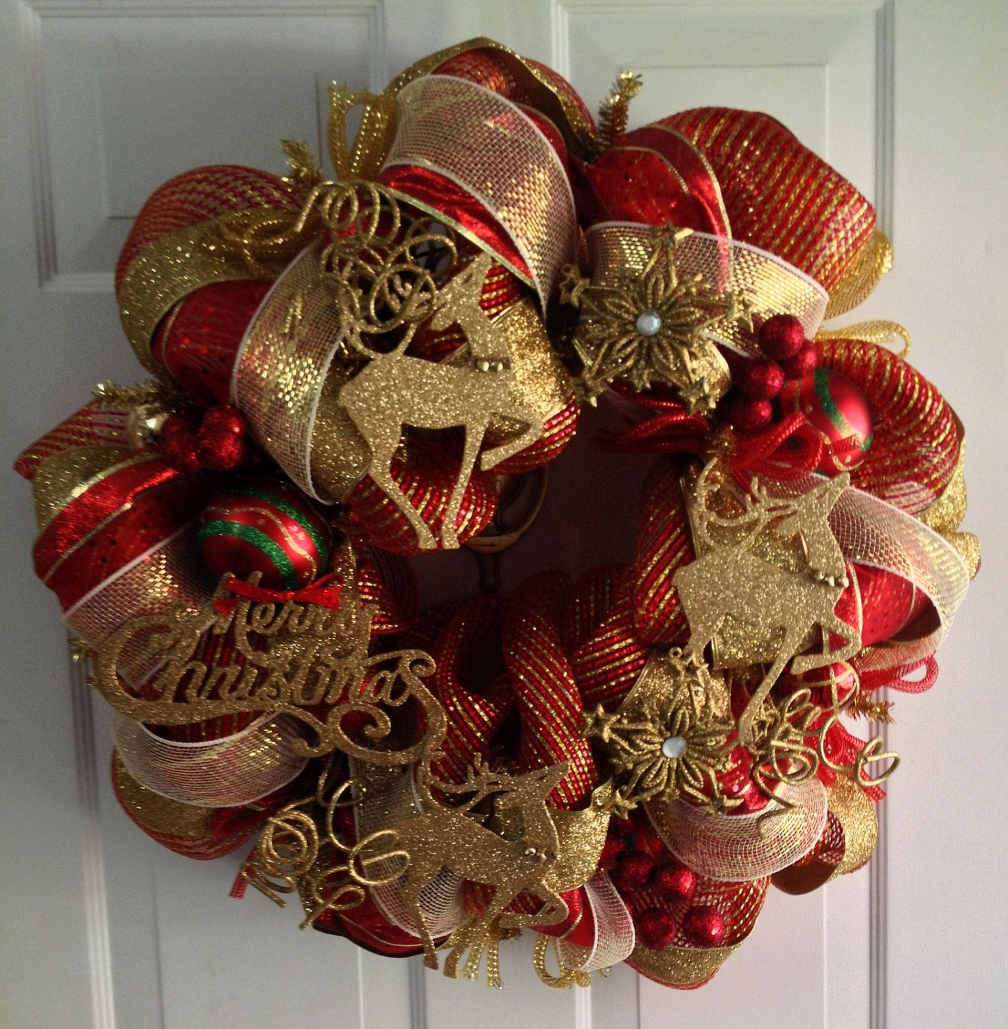 Red and gold deco mesh christmas wreath via etsy for Burlap wreath with lights