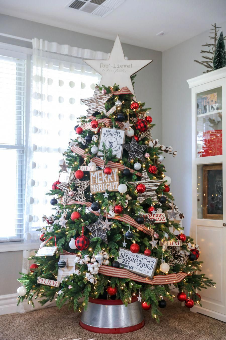 Beautiful christmas home tour pretty and festive ideas - Decorate your own house ...