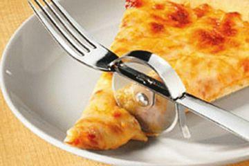 Tenedor corta pizza. Todo en uno.