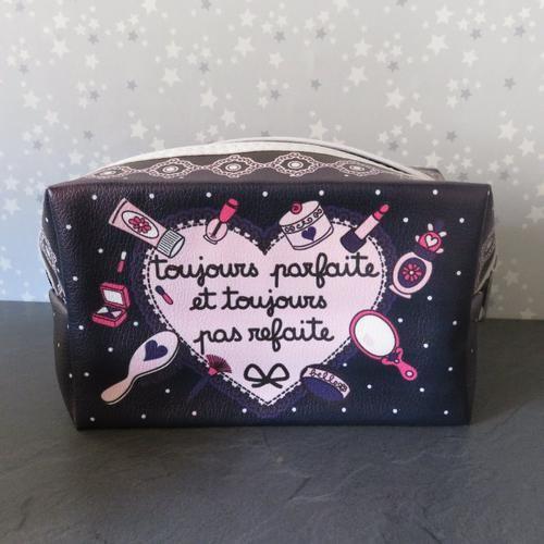 Trousse de toilette citation toujours parfaite et toujours pas refaite - Boutique en ligne la Caverne Arc en Ciel -