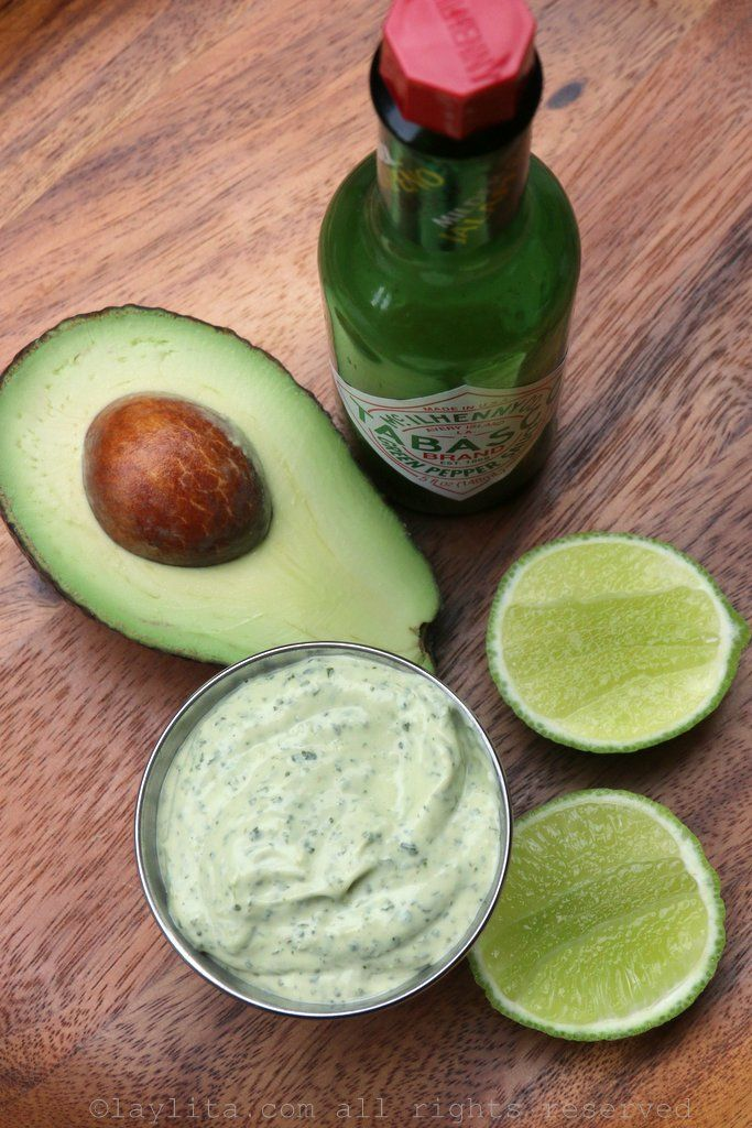 Spicy avocado and cilantro mayonnaise sauce