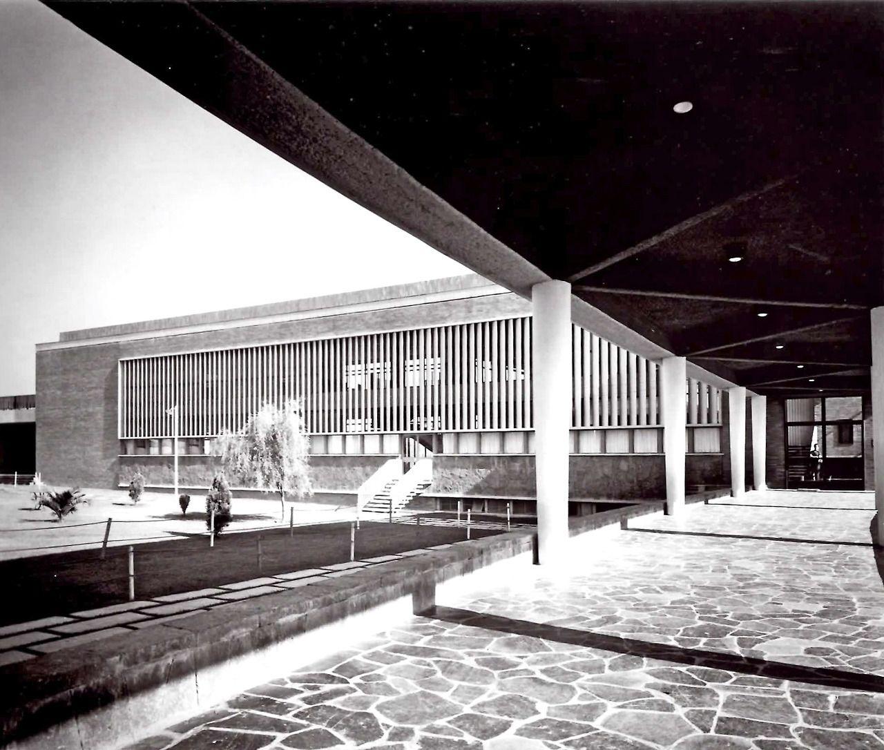 Detalle de la fachada, Centro Deportivo Israelita, Av. Ávila Camacho, Lomas de Sotelo, México DF 1955-1958 Arq. Vladimir Kaspé - Detail of the facade, Jewish Sports Center, Lomas de Sotelo, Mexico City 1955-1958