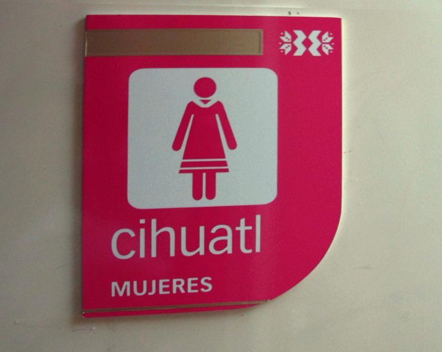 Náhuatl en todas partes: letreros para baño de mujeresCíhuatl = mujer