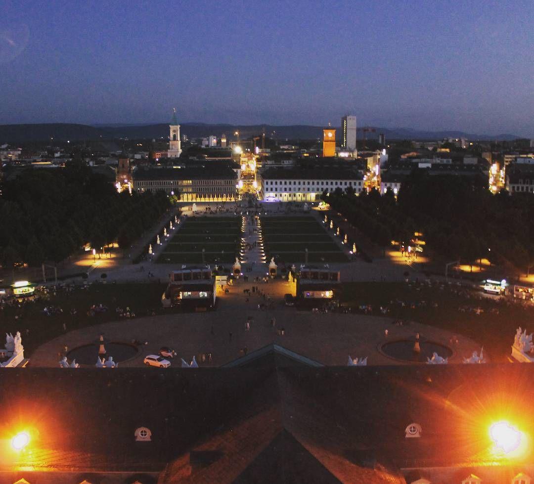 Blick über #Karlsruhe bei Nacht  Am Samstag bei der #kamuna2016 gab es eine der seltenen Gelegenheiten den #Schlossturm bei #Nacht zu besteigen.  #visitkarlsruhe #visitbawu #bwjetzt #nightshot #night #amazing #instalike #view #vonoben #fromabove #atthetop #travel #travelblog #love #latergram #monday #beinacht #Nacht #castle #schlosskarlsruhe #nightgram #vogelperspektive #likeabird #dark #darkness