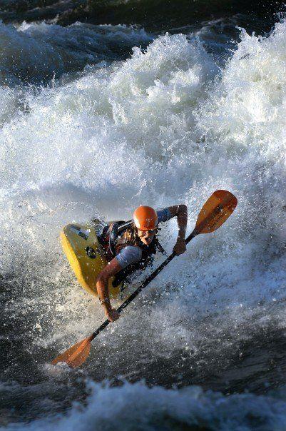 Freestyle kayaking in Uganda, White Nile - Nile Special