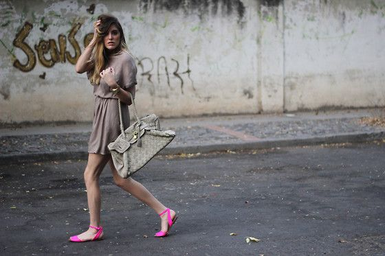 A Touch of Neon...  (by Sofia Lascurain) http://lookbook.nu/look/3549503-A-Touch-of-Neon