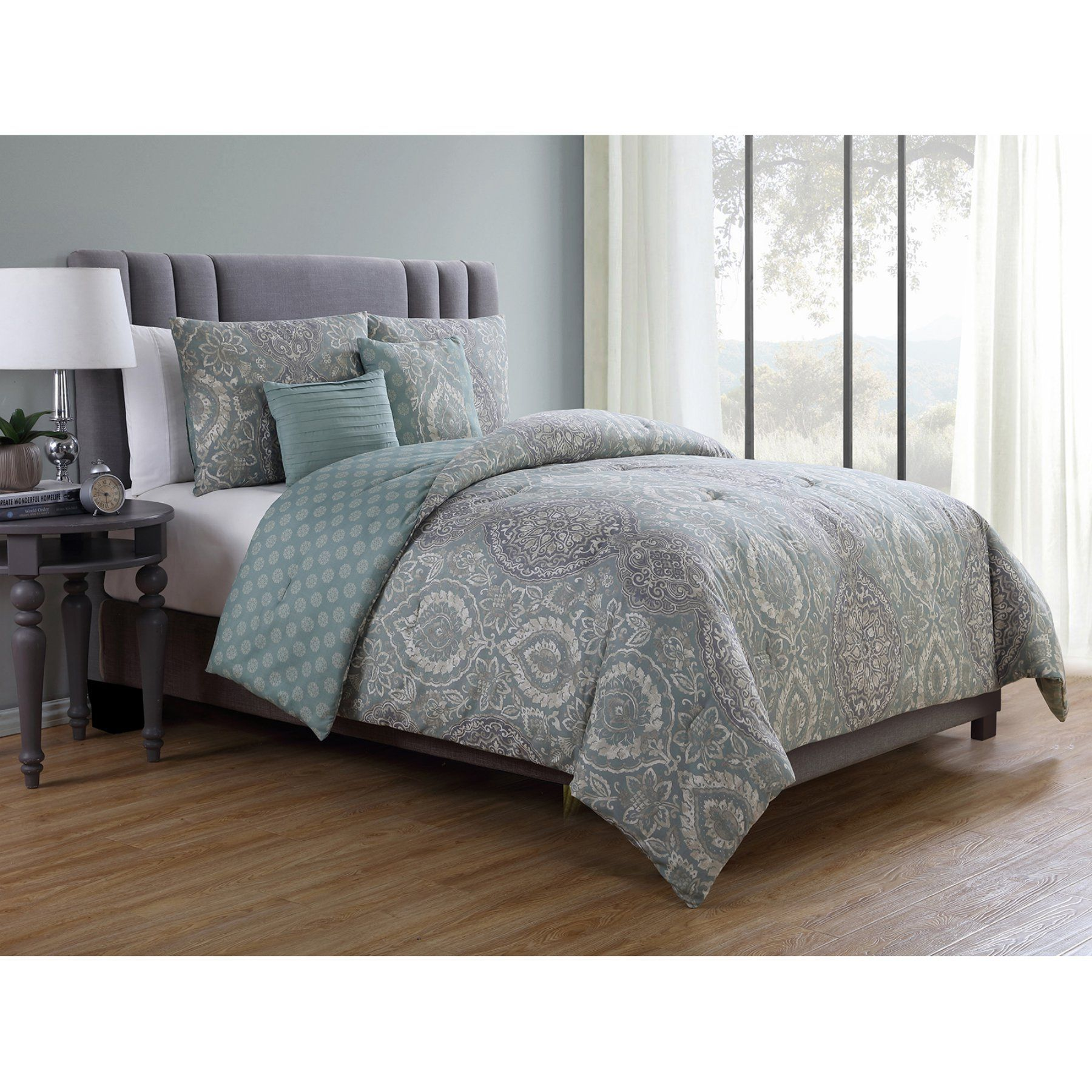 Victoria Medallion 5 Piece Reversible forter Set by VCNY Home