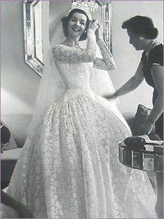 1950's wedding dress | OC - Fallout - Juliet Santana | Pinterest ...