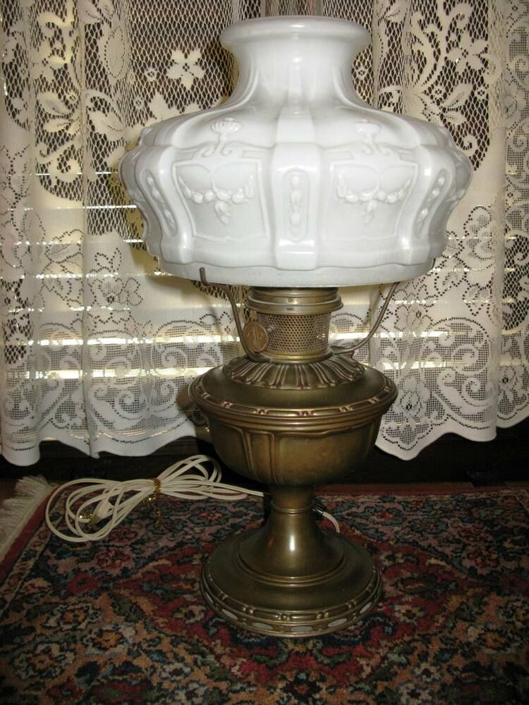 Antique Aladdin No 8 BrassTable Lamp No 401 White Satin