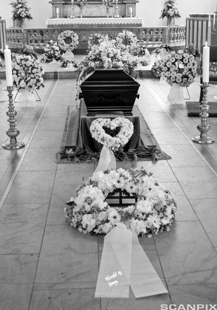 begravelse mange båredekorasjoner