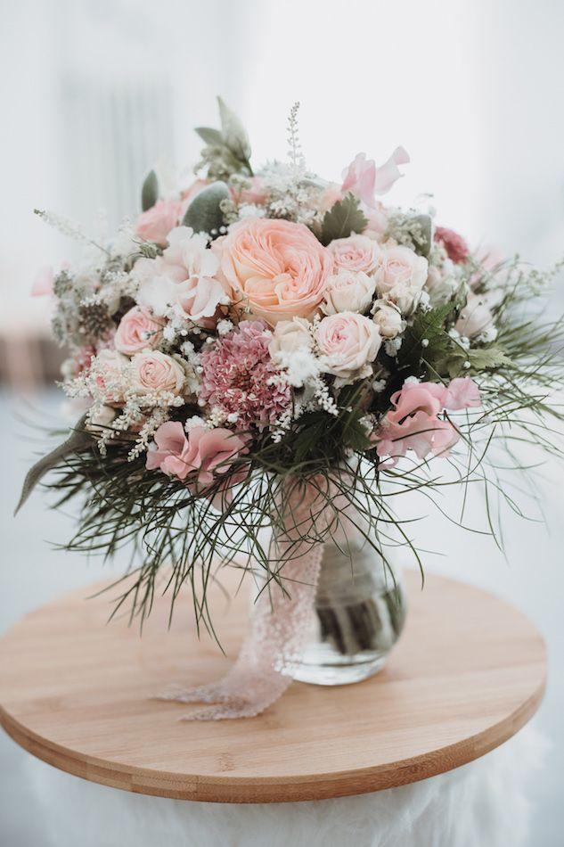 Wunderschöner Brautstrauß in Rosa für die Hochzeit. Foto von: Alina und Patrick Fotografie