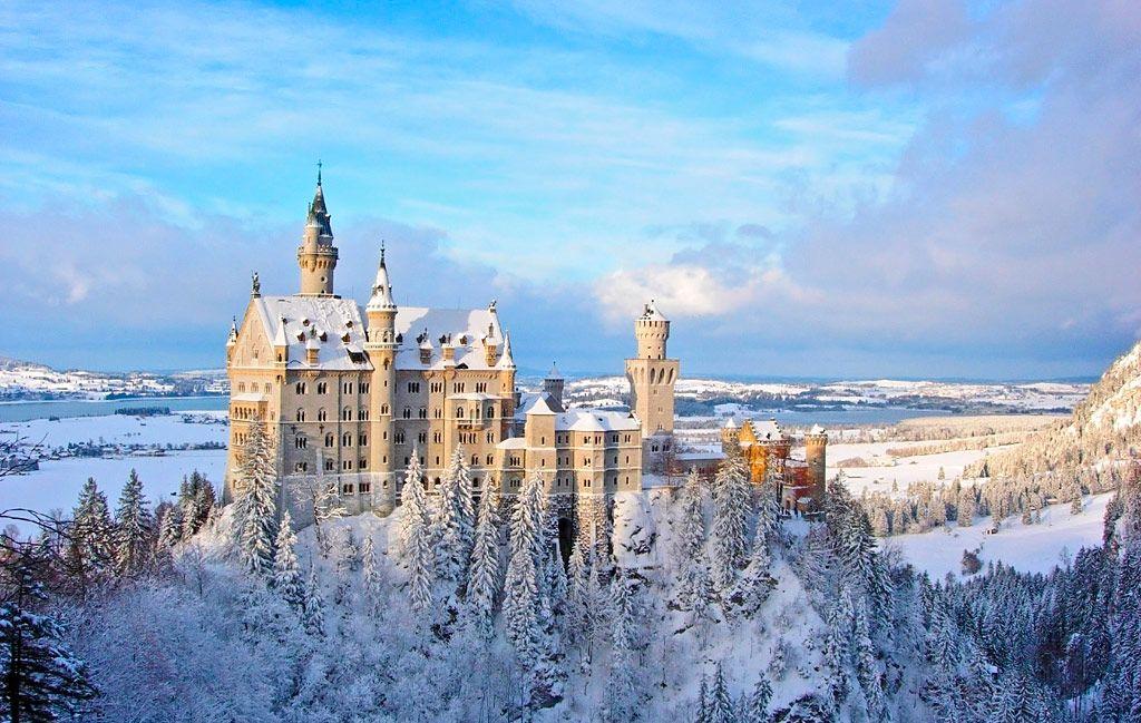 Schloss Neuschwanstein Dem Marchenschloss Von Konig Ludwig Ii Von Bayern In Schwangau Im Allga Deutschland Burgen Burgen Und Schlosser Schloss Neuschwanstein