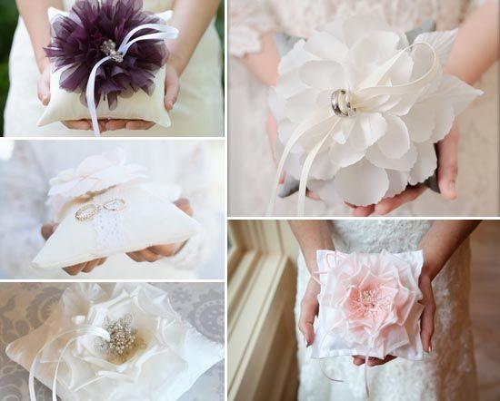 2 ringkissen blumen lila ivory creme pink spitze1 ringkissen mal anders und ringkissen selber. Black Bedroom Furniture Sets. Home Design Ideas