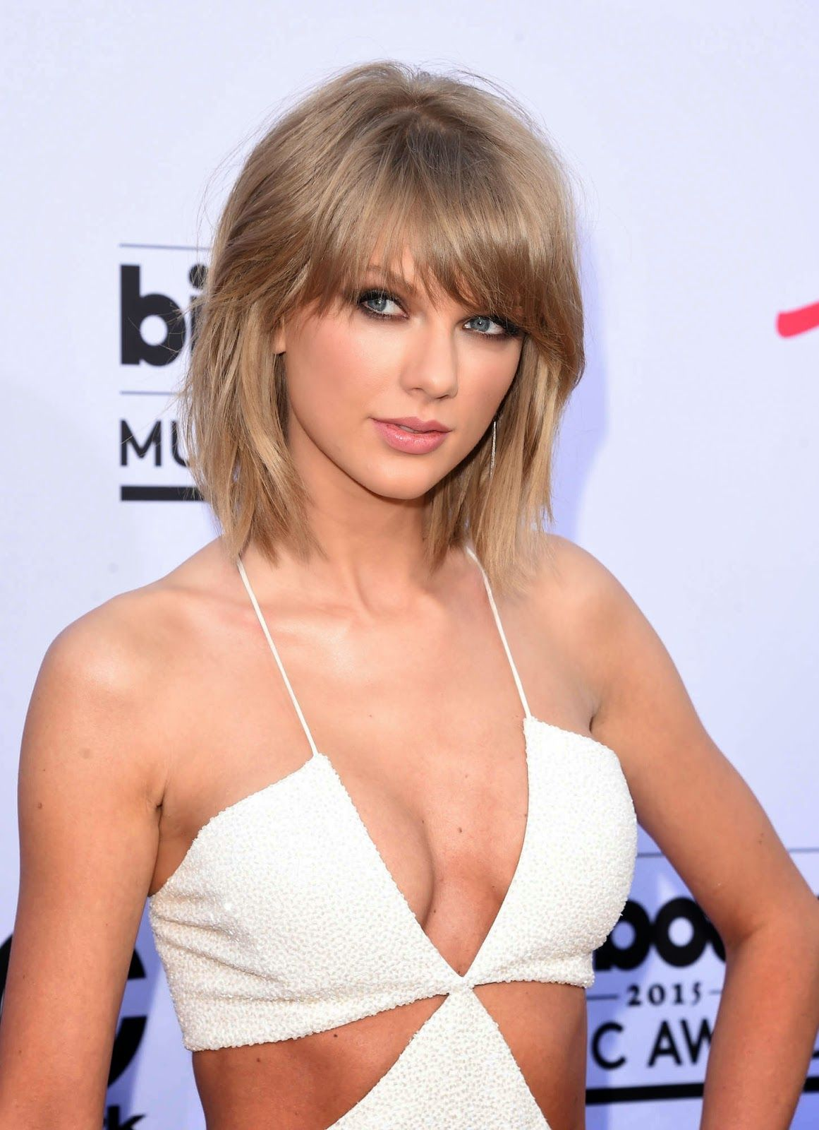 Taylor Swift Cleavage