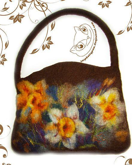 Gallery.ru / Фото #71 - BAGS (СУМКИ) - renew brown wool bag with daffodils.  Nice shape