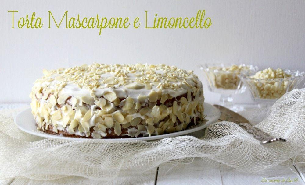 Torta mascarpone e limoncello una torta farcita con una soffice crema al profumo di limoncello con anche mandorle come decorazione Ricetta torta mascarpone