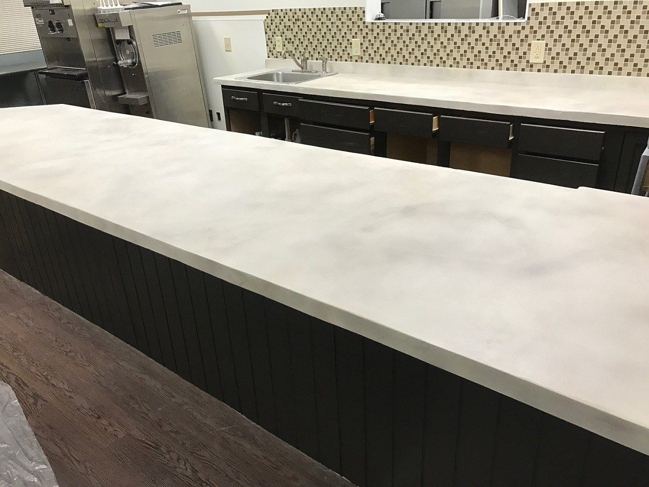 Best Smooth White Overlay With Stormy Gray And Khaki Concrete 400 x 300