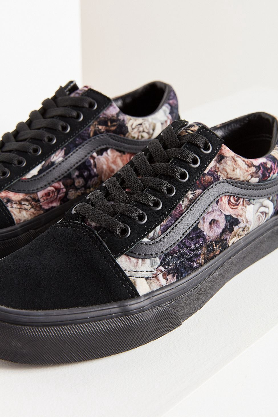 b2e28a1a035 Urban Outfitters Vans Floral Velvet Old Skool Sneaker - W 5 M 3.5 ...
