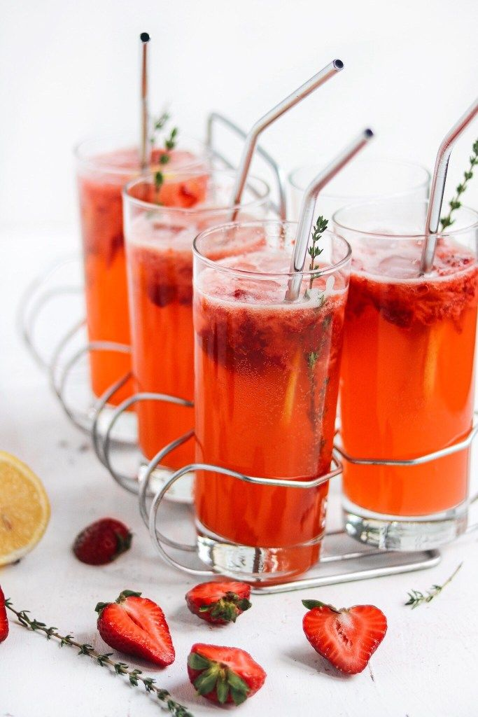 Vodka Strawberry Lemonade Spritzers with Thyme – peaches 2 peaches #vodkastrawberries