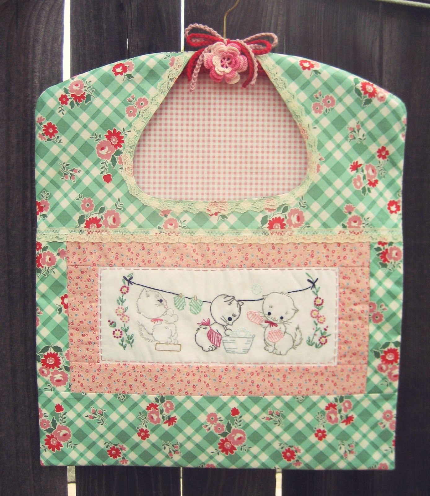 Sweet Kittens Clothespin Bag Using A Pretty Picnic Green