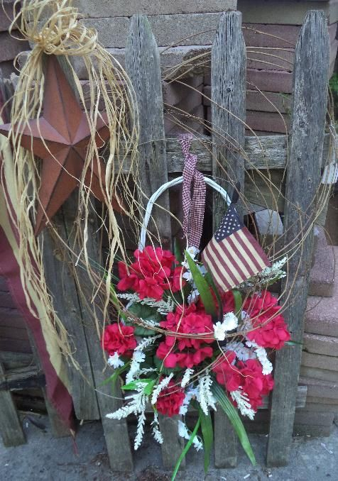 Primitive Fence With Star Grapevine And Basket Craft Show Ideas Crafts Rustic Decor