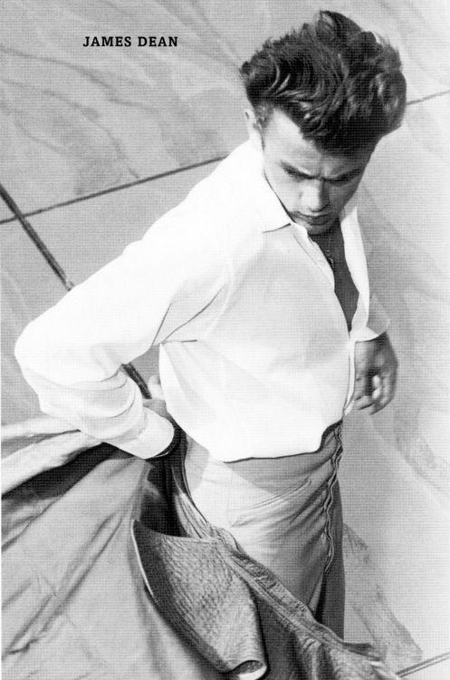 """James Dean (1931 -1955): """"Matador"""" icono de los 50. Le bastaron tres películas para conseguir la fama. Un dramático accidente fue suficiente para que le eleváramos a la categoría de mito."""