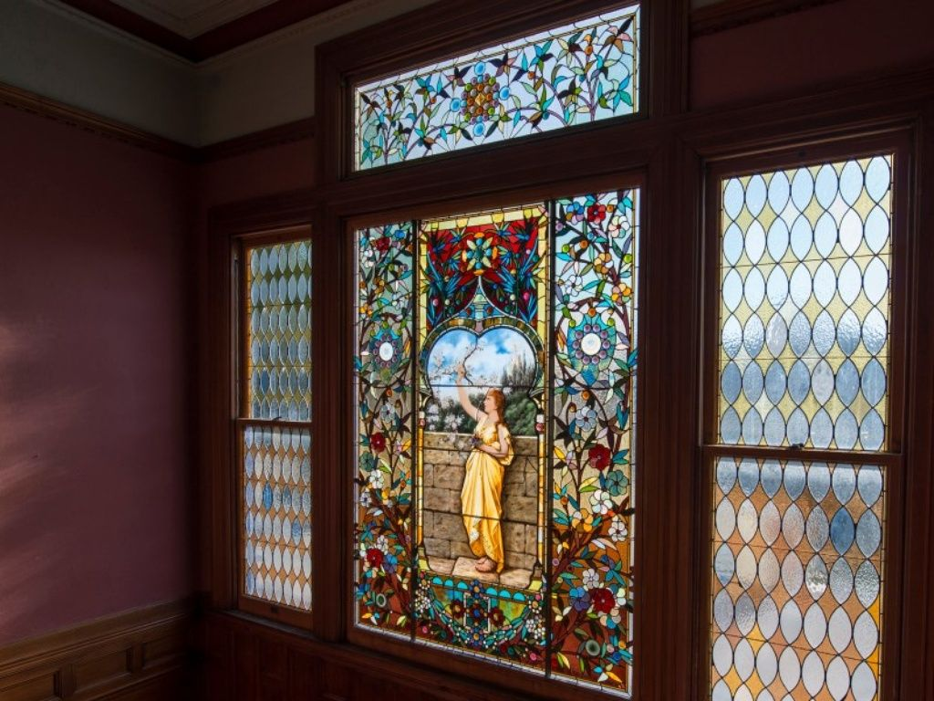 924 3rd St Santa Cruz Ca 95060 Zillow Victorian Interiors Architecture Details Stained Glass