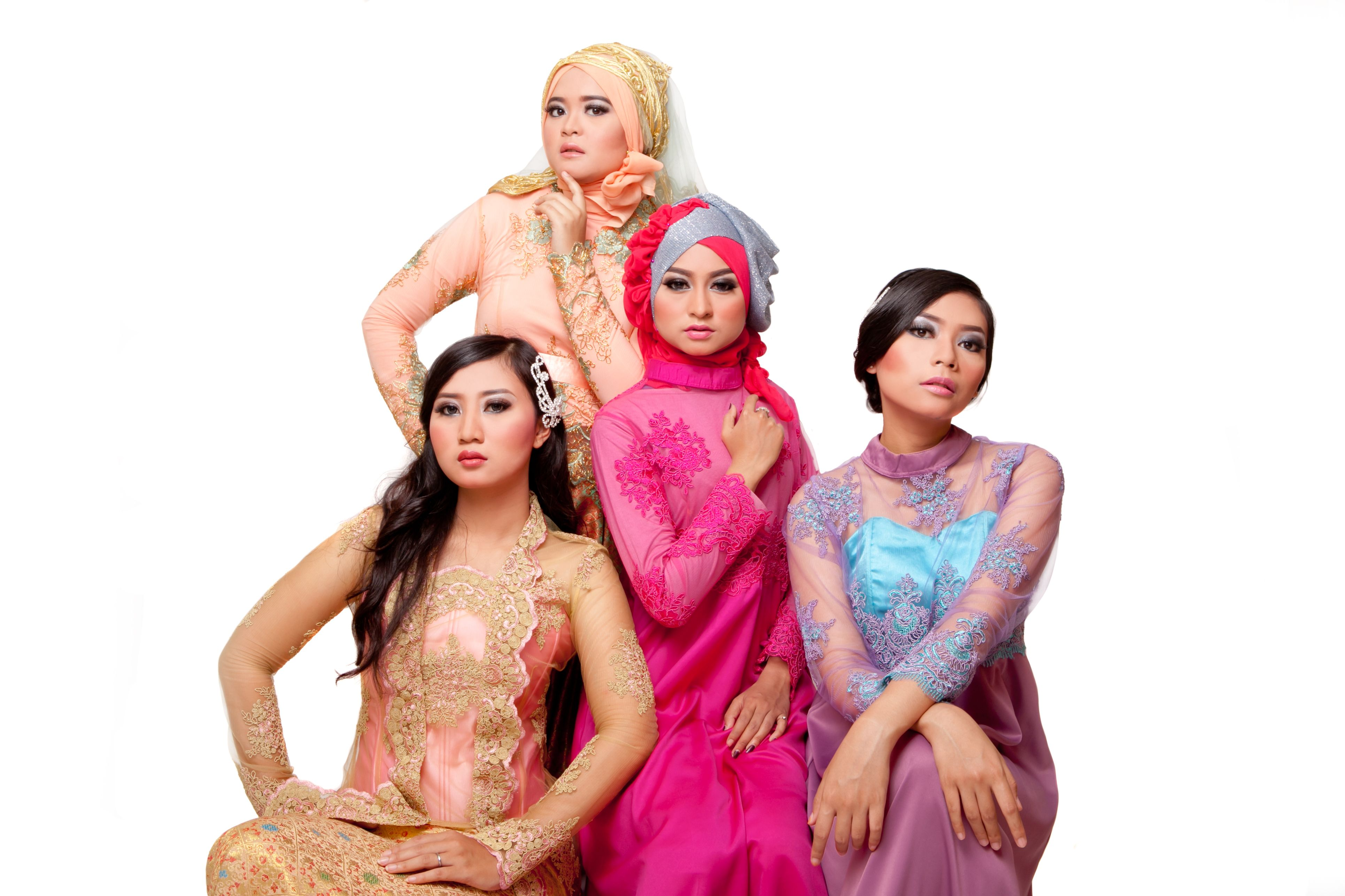 """my models wearing Javanesse traditional gown called """"kebaya"""" thats so awesome i think!! love Indonesia :3"""