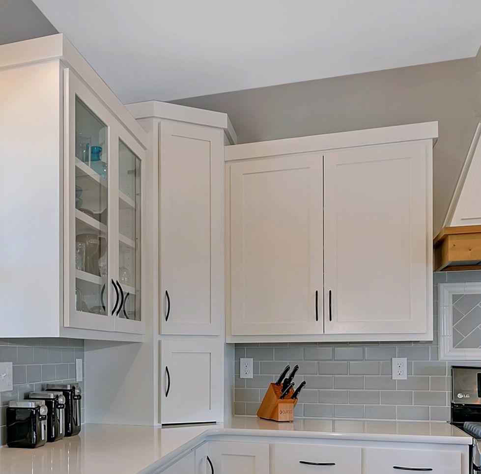 Https Brennycabinets Com Wp Content Uploads 2019 07 S4s Shaker Crown 2 Jpg In 2020 Kitchen Cabinet Molding Cabinet Molding Kitchen Cabinets