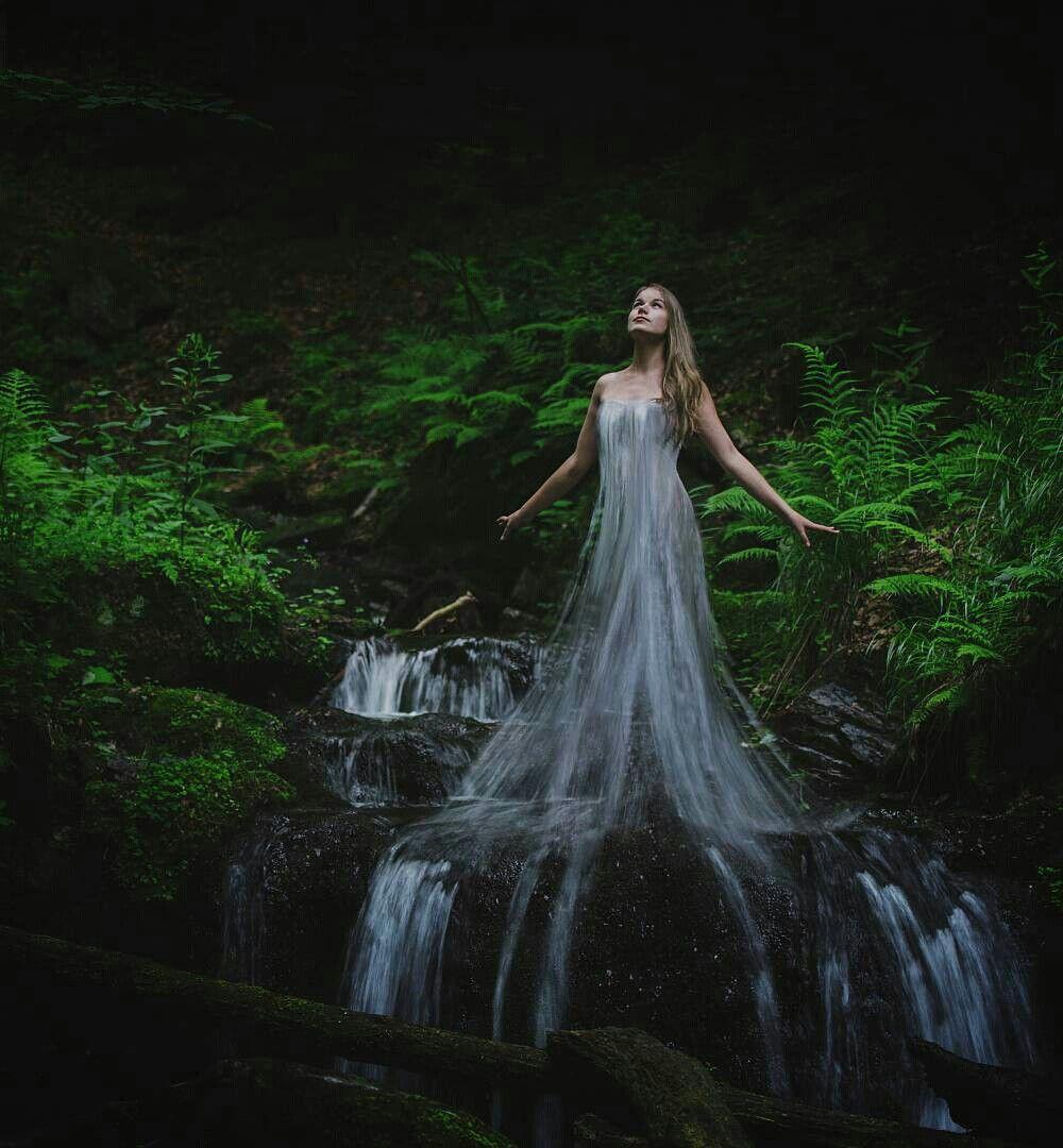 Нимфа под водопадом фото