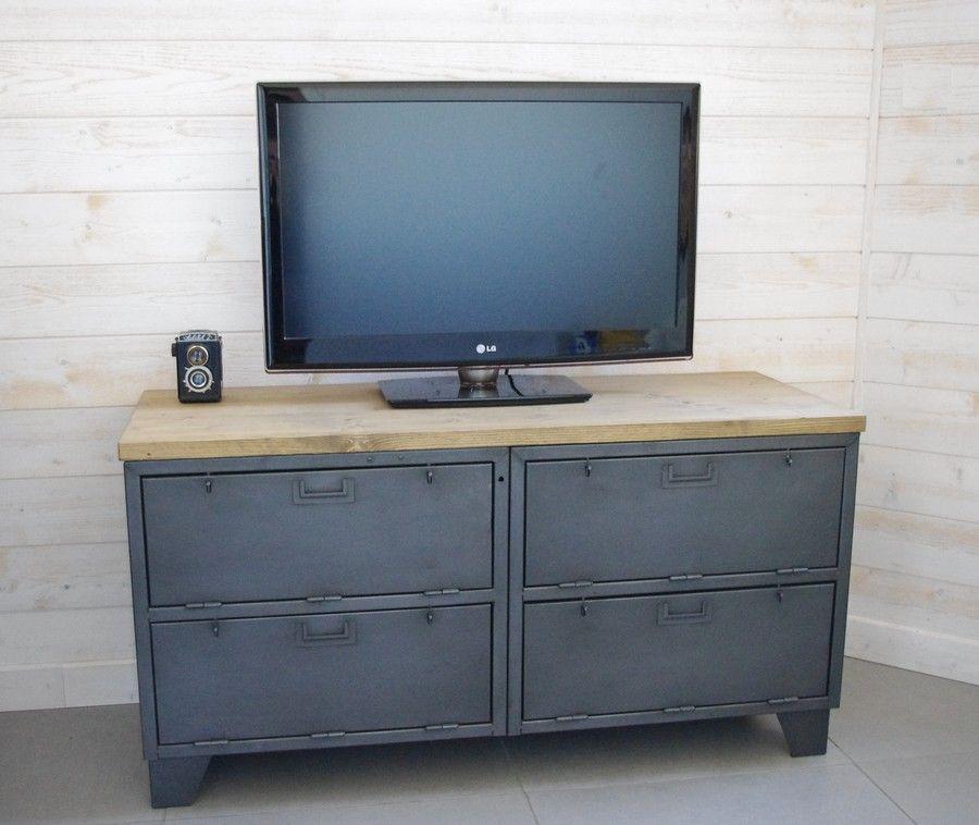 meuble tv industriel avec casiers clapets en acier plateau bois et pieds de vestiaire http. Black Bedroom Furniture Sets. Home Design Ideas