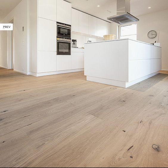 Küche heller parkettboden