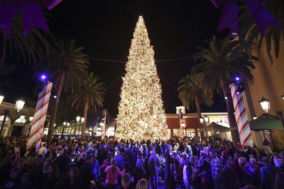 Fashion Island Christmas Tree Lighting with Disney. Newport Beach ...