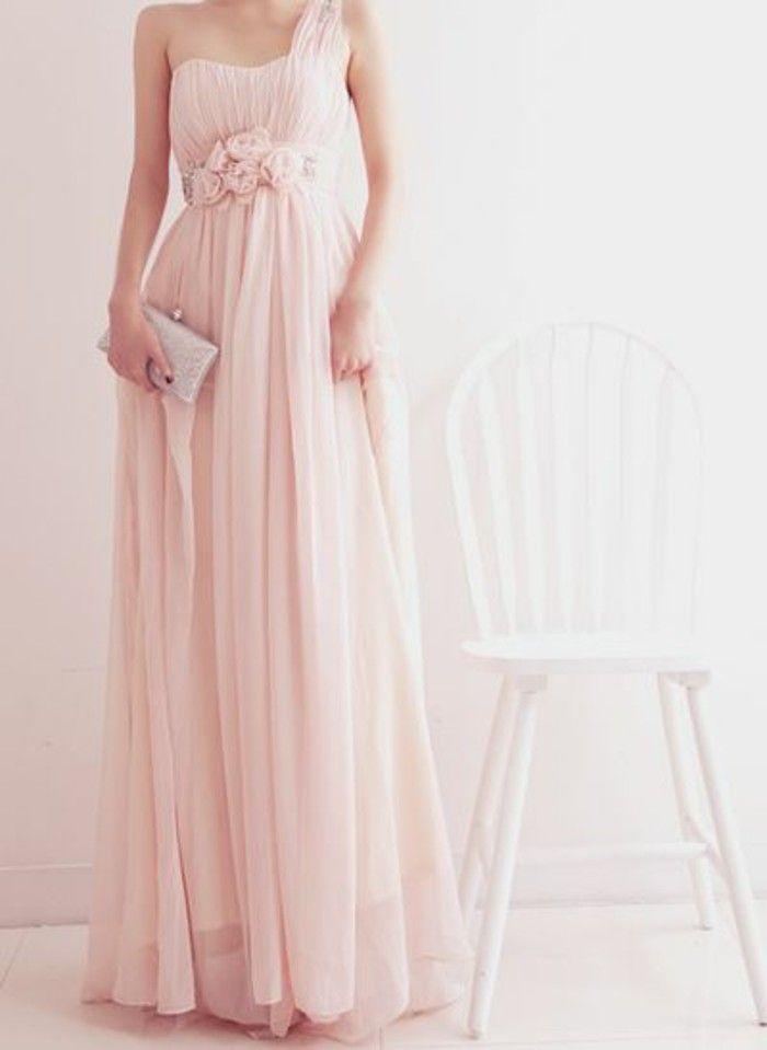 Rosa Brautkleid für einen glamourösen Hochzeits-Look | Pinterest