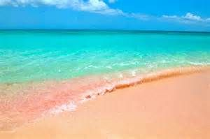 Pink sand and turquoise water (Bermuda)