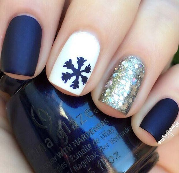 23 Pretty Holiday Nails to Get You Into the Christmas Spirit -   20 holiday Nails winter ideas