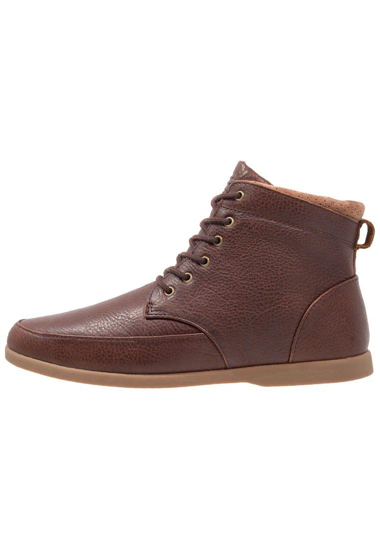 17ae6ea04 ¡Consigue este tipo de botas con cordones de Clae ahora! Haz clic para ver