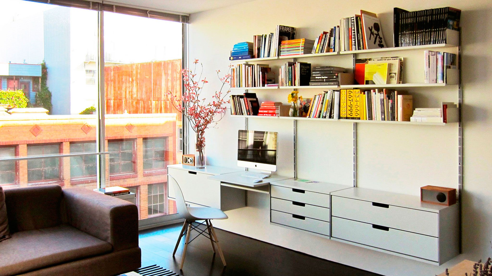 The Vitsoe 606 Universal Shelving System by Dieter Rams ...