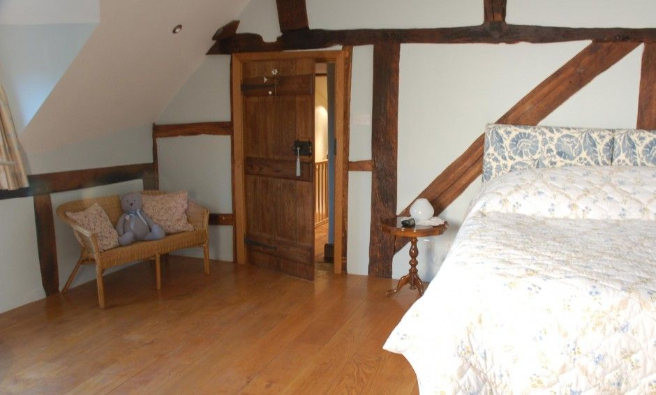 The Rafters Room: super king bed with en suite shower and free ...