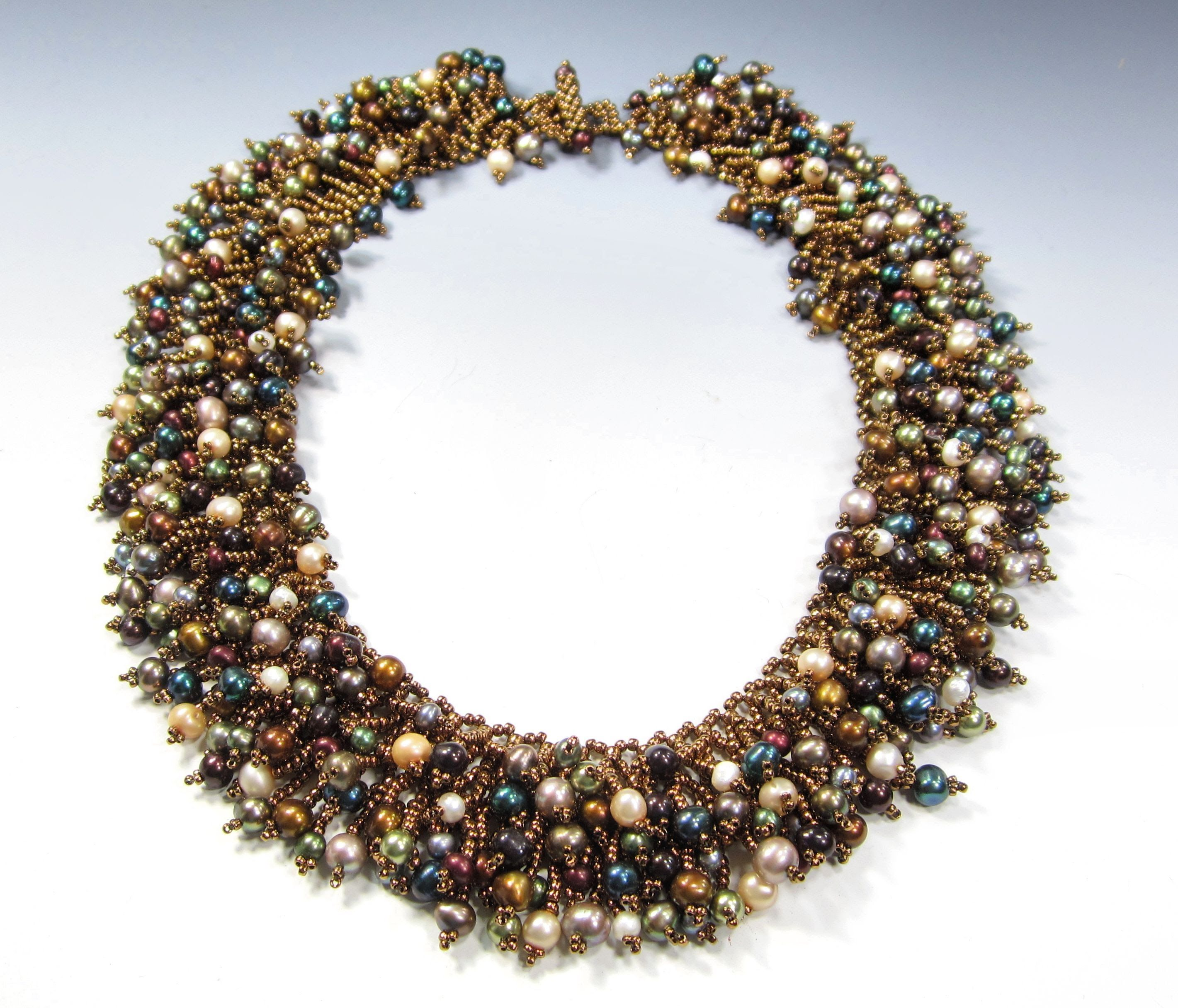 When you need some extra glam, this is the project! A netted base that is then embellished with pearls in multiple colors and sizes. You won't go unnoticed! ...