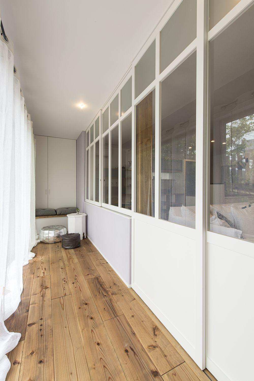 ガラス建具で仕切って 縁側のような空間をつくる 縁側