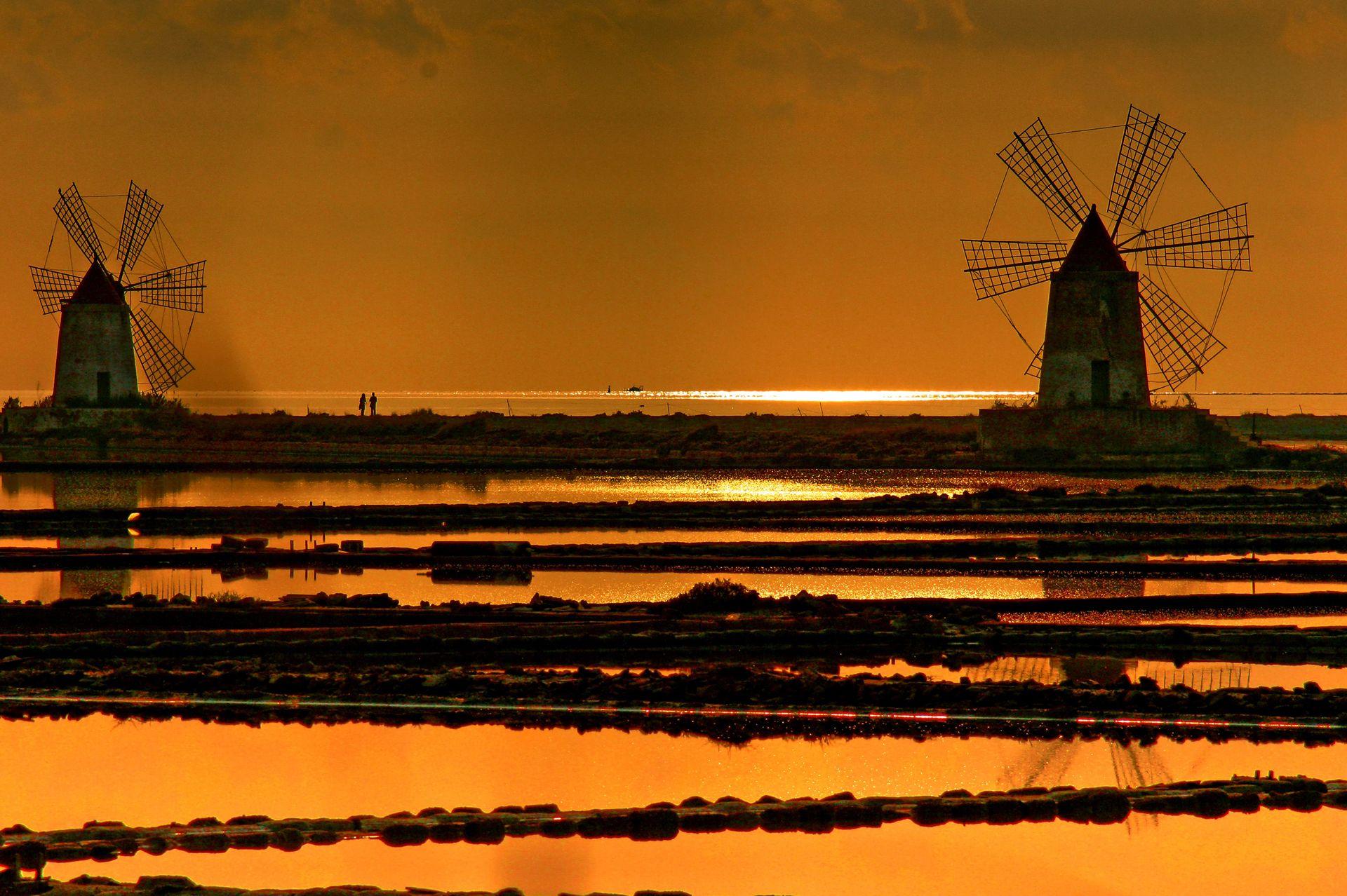 Autore: alessandro maimone Titolo: Idillio al tramonto tra i giganti