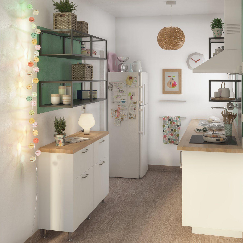 Petite Cuisine Blanche Avec Des Meubles De Faible Profondeur Meuble Bas Cuisine Decoration Maison Petite Cuisine