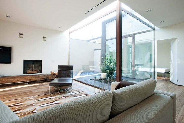 Minimalistische haus in sarginesco mit einem modernen interieur