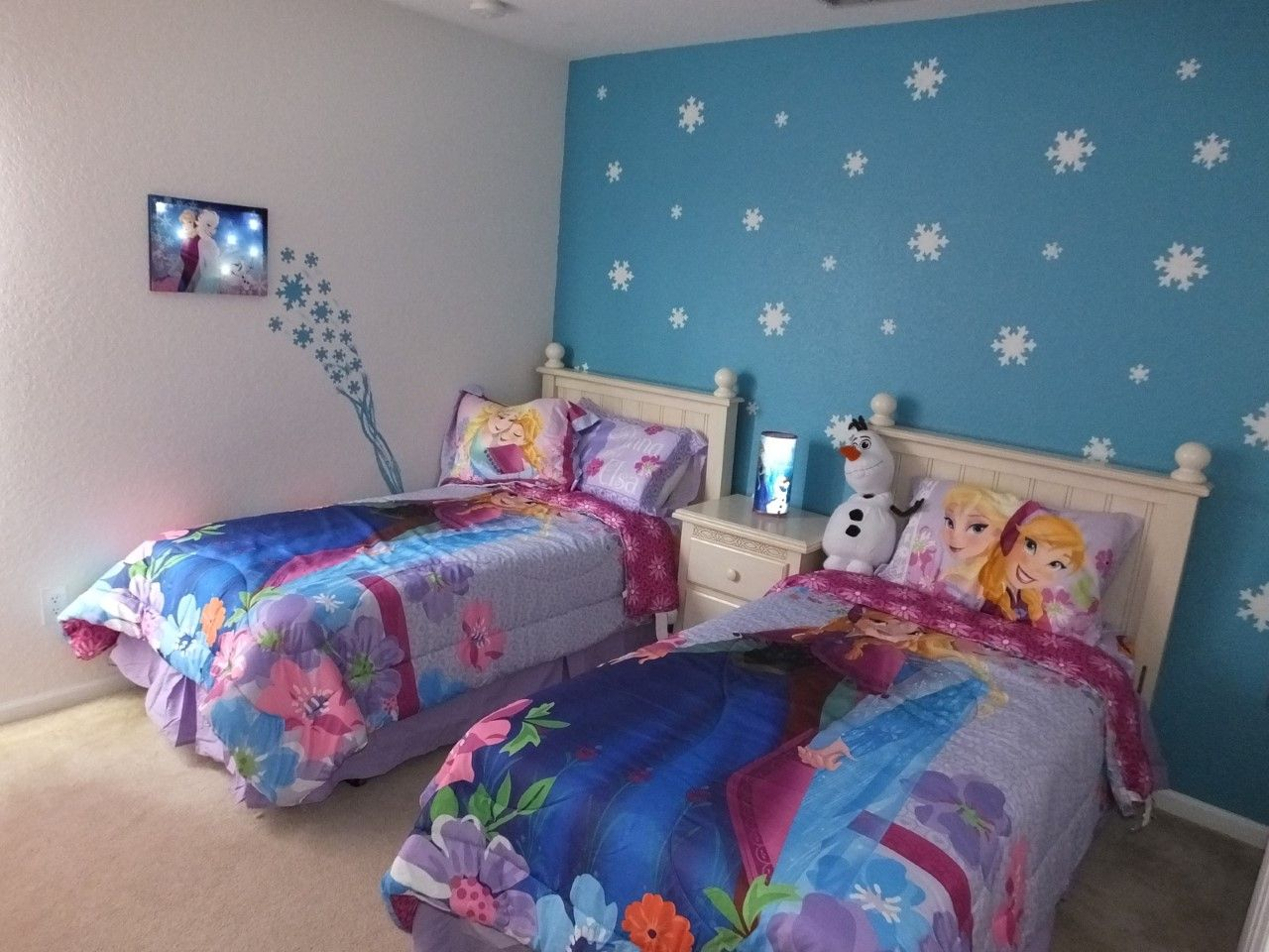Frozen bedroom accent wall kids rooms pinterest for Rooms 4 kids