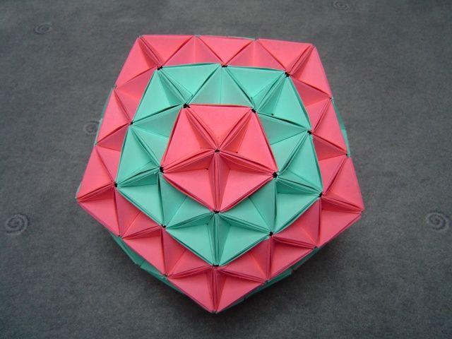 Truncated Icosahedron/ Modular Origami | Designer : Tomoko F… | Flickr | 480x640